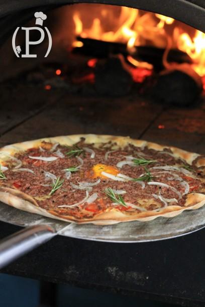 La pizza bolognaise