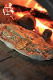 Pizza quatre fromages au feu de bois